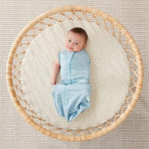 ErgoPouch Swaddle Stenstrand en arm